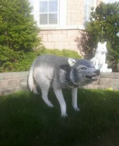 Life size wolf statue with pup animal sculpture