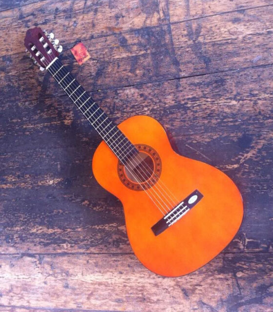 VALENCIA 3/4 CLASSICAL STUDENT GUITAR 24 HOUR DELIVERY IF YOU PURCHASE BEFORE 12