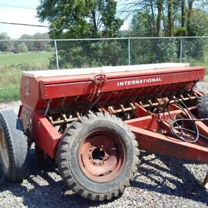 10ft IH 510  Seed Drill