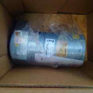 Gast rotary vane vacuum pump Brand New Kitchener / Waterloo Kitchener Area image 2