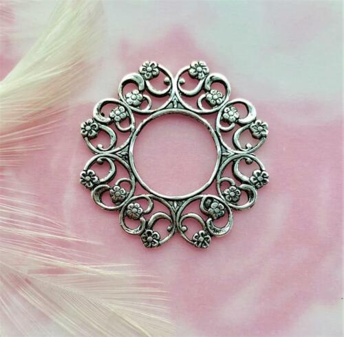 ANTIQUE SILVER (2 Pieces) Round Flower Floral Wreath Stamping (E-966)