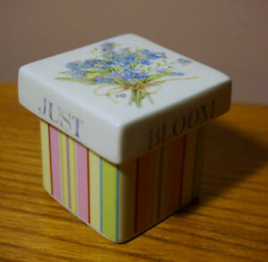 Dainty flower trinket box