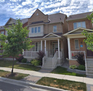 Beautiful 5 bedrooms detached house for rent in Cornell Markham