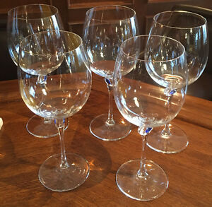 5 Oversized wine glasses