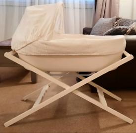 Shnuggle Moses Basket with folding Stand + new Shnuggle mattress