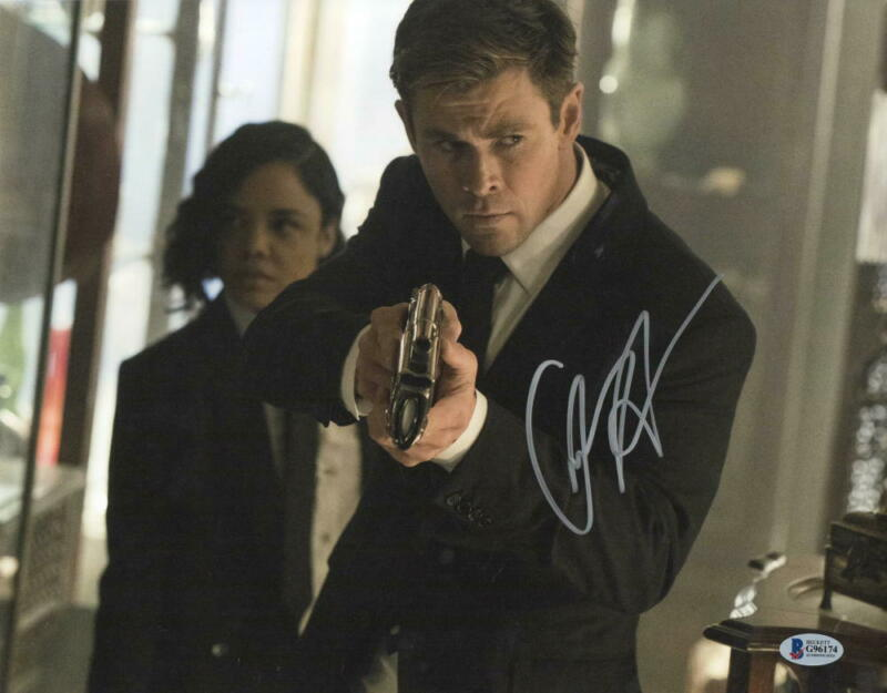 CHRIS HEMSWORTH SIGNED MEN IN BLACK 11X14 PHOTO AUTHENTIC AUTOGRAPH BECKETT A