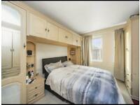 En-suite big double bed with a lot of storage, included bills, free wifi