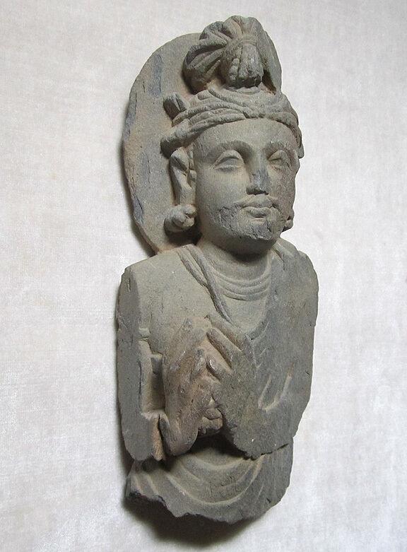 ANCIENT GANDHARAN SCHIST STONE SCULPTURE BUST OF BODHISATTVA, circa 200 AD