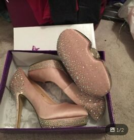 Free purse with size 6 lunar shoes!!!