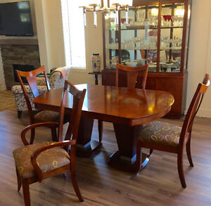 Dinning room table 6  chairs and  buffet China Cabinet