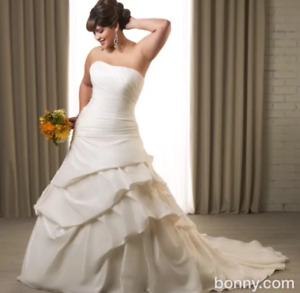 Plus size wedding dress, never worn awesome price!