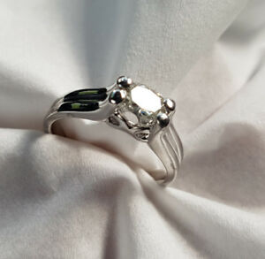 SPECTACULAR 18K WHITE GOLD DIAMOND SOLITAIRE ENGAGEMENT RING