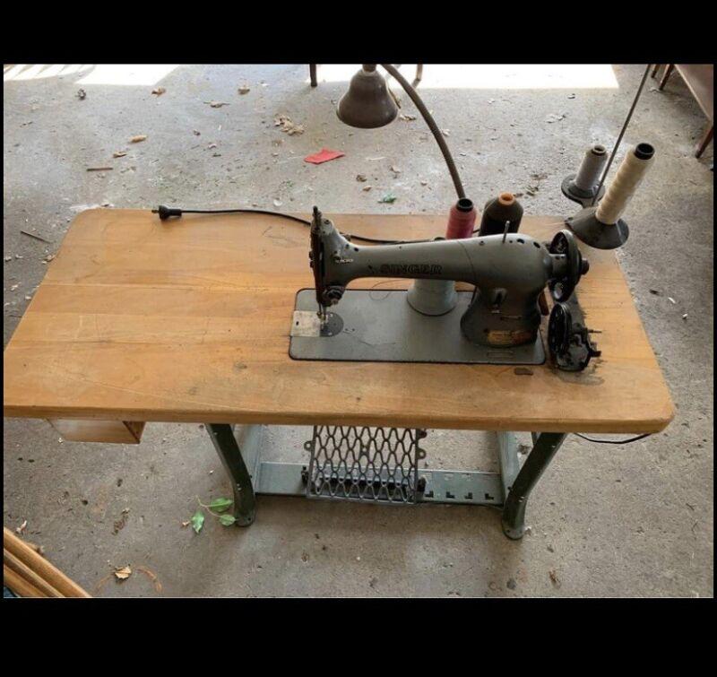 Singer Sewing Machine 31-19