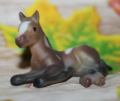 #59972 Breyer Horse Stablemate Thoroughbred Laying Foal G1, Bay Paint