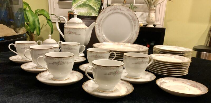 43-pc Gorham BUTTERCUP Fine China Dinnerware Set Service For 8. Actual 1984-1987