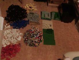 4.5 Kg of 90's lego blocks & base plates.