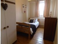 SINGLE ROOM. 3 MIN TO TUBE AND SHOPS. FAST BROADBAND INC