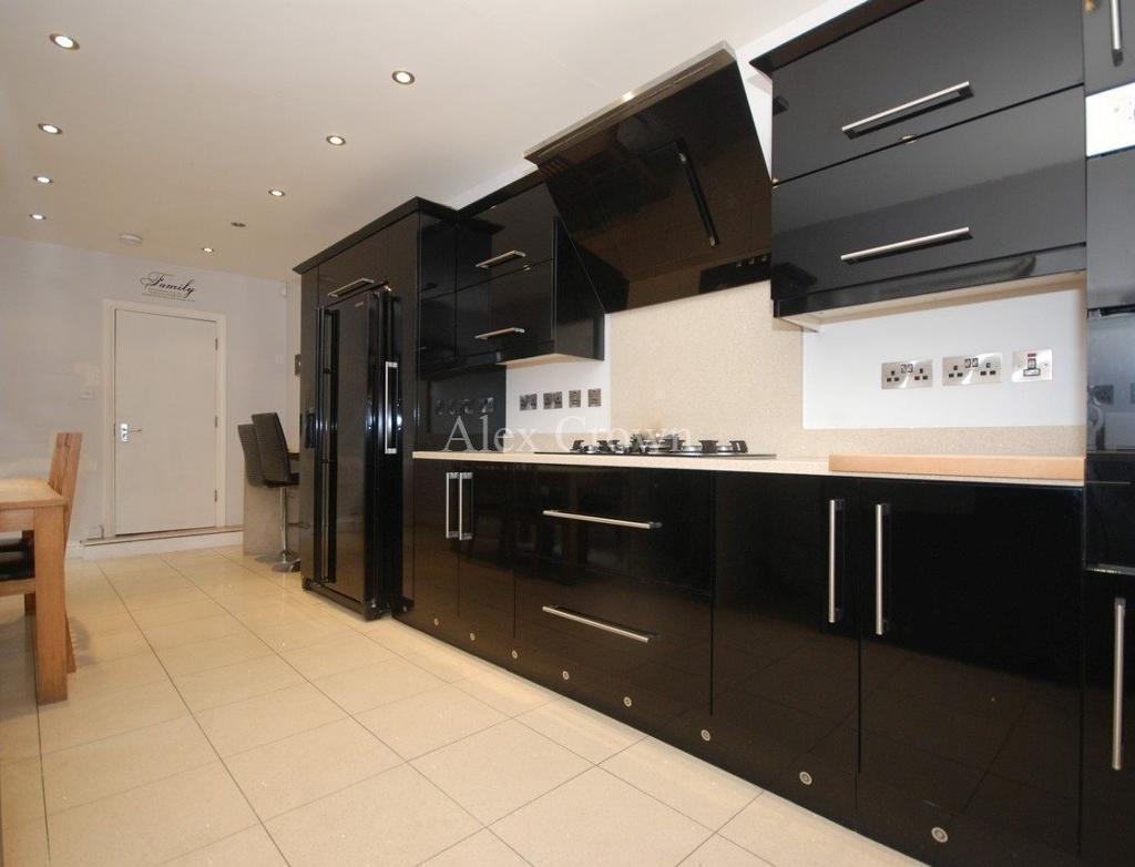 6 bedroom house in Meeson Street, Hackney