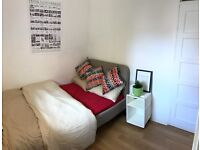Small Double room in Gay Flat share in Forest Hill