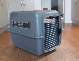 Dog carrier/cage/crate Petmate Sky Kennel meets international airline requirements.