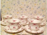 Pretty vintage tea cup set by Richmond China makers. Good condition.