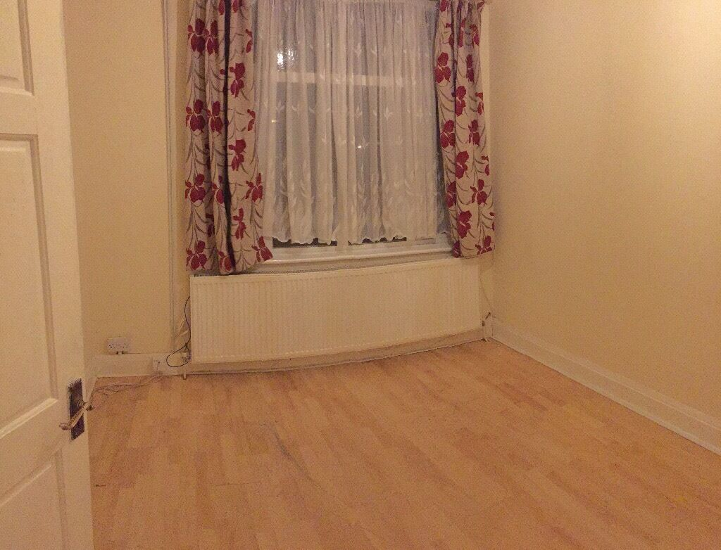ROOMS - ROOMS - ROOMS TO LET £500pcm