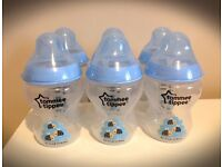Tommee Tippee Closer to Nature Easivent Decorated Blue Bottle 6 x 260ml , Lovely Bees Pattern