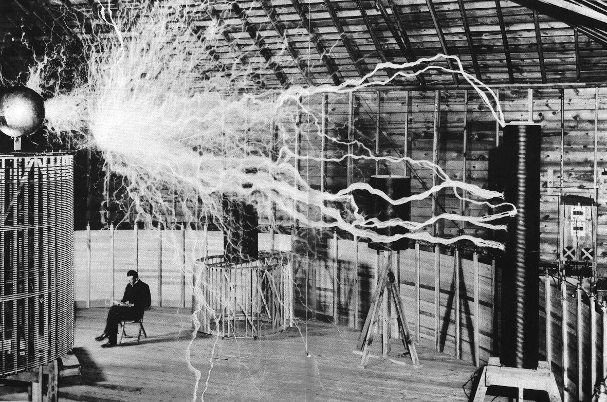Nikola Tesla In Lab Electricity Tesla Coil Scientist Awesome T-shirt