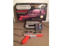 NES Nintendo Action Set Box + 2 Controllers + Gun Zapper + Mario / Duck Hunt