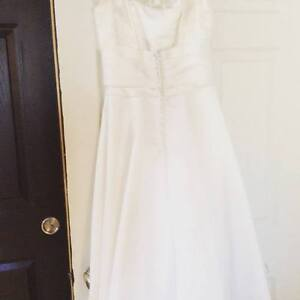 Never worn vintage ivory bridal gown with matching accessories