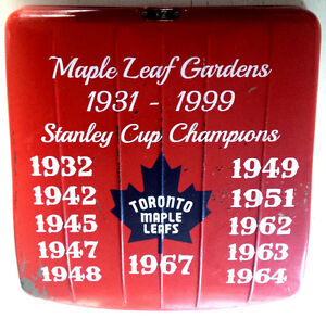 VINTAGE MAPLE LEAFS MAPLE LEAF GARDENS RED/GREEN SEAT BOTTOM