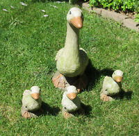 Cement Outdoor Statue Set - Mother Duck and Babies