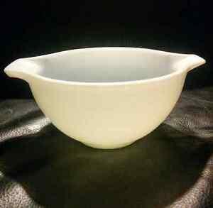 Vintage Pyrex White Cinderella 441 Opal Mixing Nesting Bowl 1½pt Kitchener / Waterloo Kitchener Area image 3