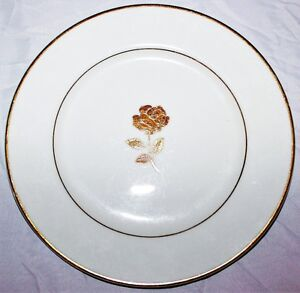 Dish with Gold Accents Dessert Size  Plat accent d'or *~*~*~*~! West Island Greater Montréal image 1
