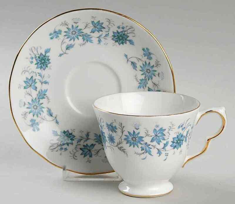Colclough BRAGANZA Cup & Saucer 9971353