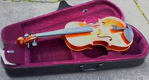 Viola 4/4 with bow and accessories, violin alternative Box Hill Whitehorse Area Preview