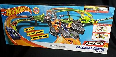 Hot Wheels GFH87 Colossal Crash Track Set