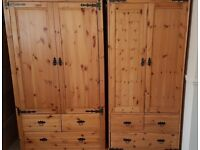 3 pieces solid pine bedroom set.Very good condition.