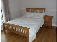 "'Claire' solid oak double bed (4' 6"")"