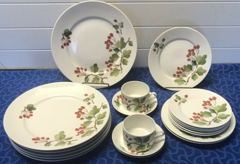 Richard Ginori RED CURRANT 6 Dinner, 3 Salad, 5 Bread  Plates, 2 Cups & 3 Saucer