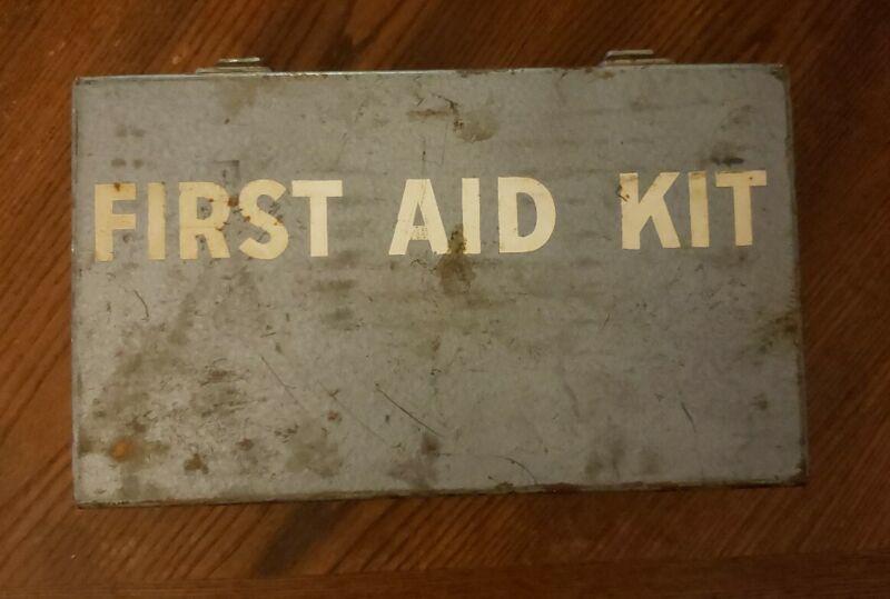 Vintage Davis First Aid kit A8