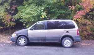 750$ - 1999 Pontiac Montana - Van de voyageur avec lit
