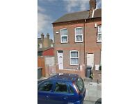 3 bedroom house, Malvern Rd, off Dallow Rd, Only £950 rent, good condition