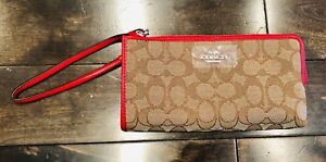 *NEW WITH TAGS* Coach wristlet/purse