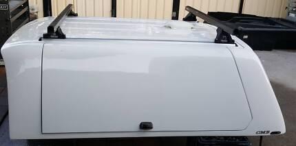 TOYOTA HILUX SR5 EXTRA CAB ALPHA CME TRADEMAN CANOPY + HD RACKS