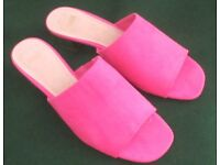 NEW PINK SUEDE & LEATHER MULES. GOLD HEELS.