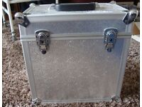 METAL LP CASE HOLDS AROUND 50 LOOKING FOR £15.00