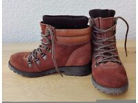 TAN SUEDE BOOTS BY BLINK SIZE 3