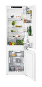AEG SCE81824NC Integrated 70:30 Frost Free Fridge Freezer White RRP £899