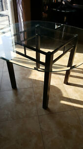 GLASS KITCHEN TABLE FROM BOWRING
